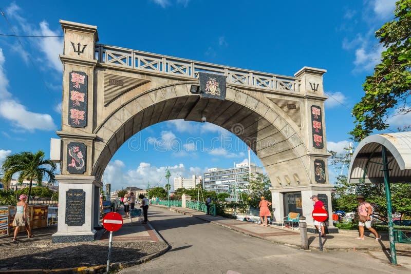 Der Unabhängigkeits-Bogen und der Kammerherr Bridge in Bridgetown, stockfotografie