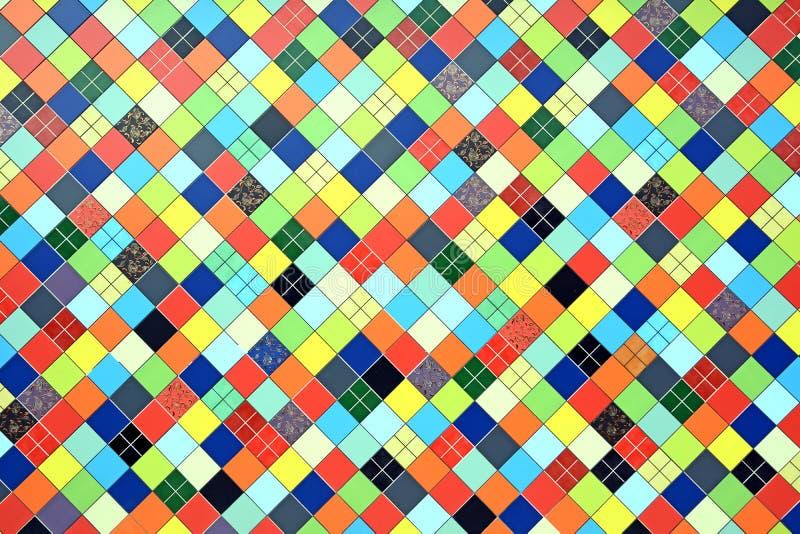 Der ursprüngliche Hintergrund geschaffen von den mehrfarbigen Fliesen mosaik lizenzfreie stockfotografie