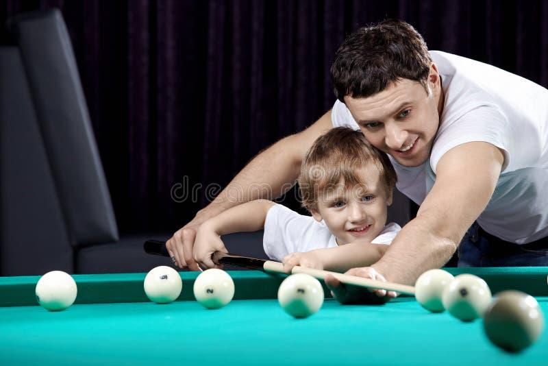Der Vati und der Sohn lizenzfreies stockfoto