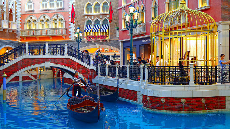 Der venetianische Hotelkanal und das Einkaufsviertel, Macao stockfotos
