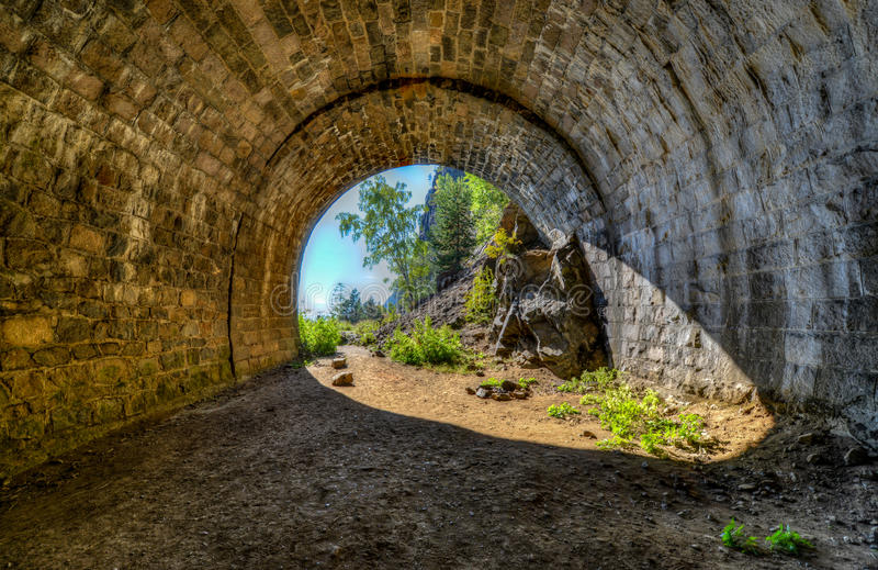 Der verlassene Tunnel Circum-Baikal Eisenbahn stockfotos