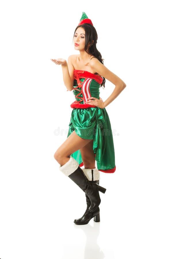 Der in voller Länge tragende Elfe Frau kleidet den Schlag eines Kusses lizenzfreie stockfotos