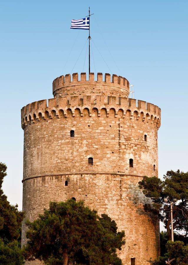 Der weiße Kontrollturm an der Saloniki-Stadt in Griechenland lizenzfreie stockfotos