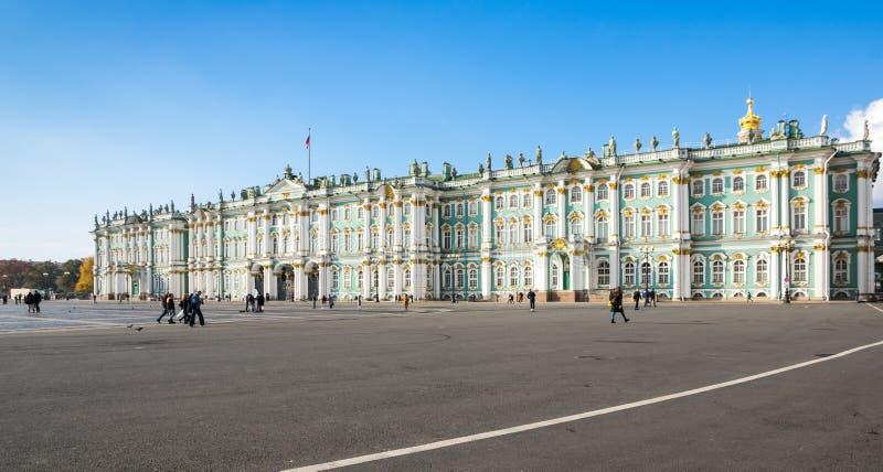 Der Winter-Palast in St Petersburg, Russland stockfotos
