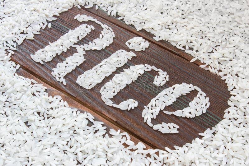 Der Wortreis Briefe des Reises auf einem hölzernen Brett geschrieben stockfoto