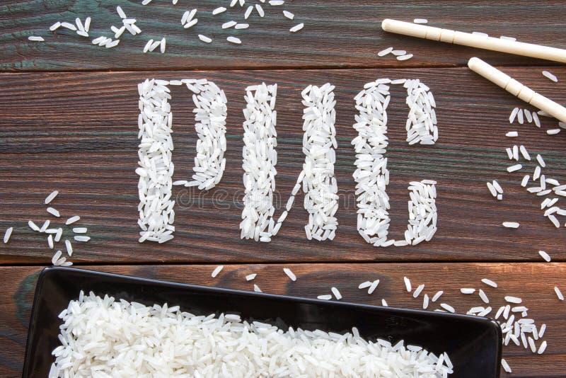 Der Wortreis Briefe des Reises auf einem hölzernen Brett geschrieben lizenzfreie stockbilder