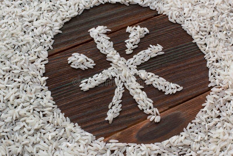 Der Wortreis Briefe des Reises auf einem hölzernen Brett Japan geschrieben stockbild