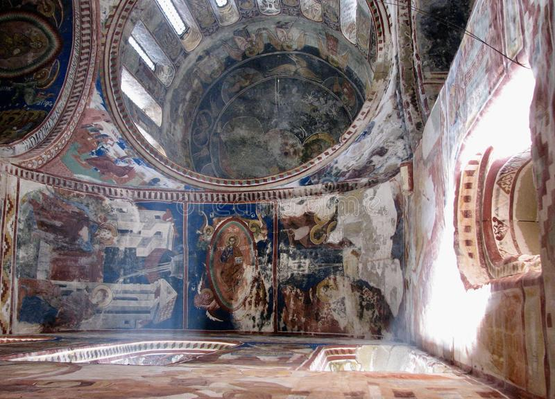Der wunderbare Innenraum des historischen Gelati-Klosters in Georgia stockbilder