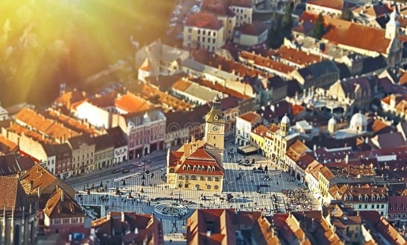 Der zentrale Platz der alten Stadt Brasov transylvania lizenzfreie stockfotos