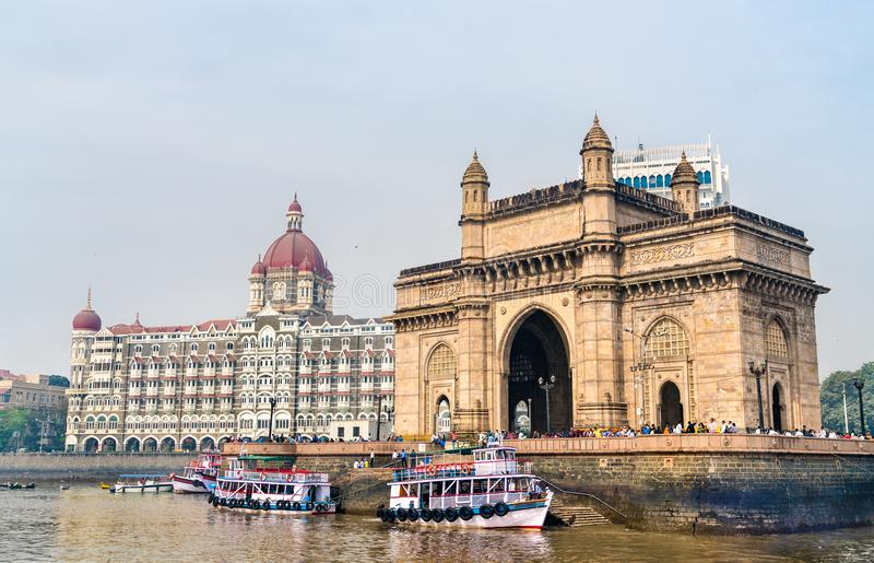 Der Zugang von Indien und von Taj Mahal Palace, wie vom Arabischen Meer gesehen Mumbai - Indien lizenzfreies stockbild