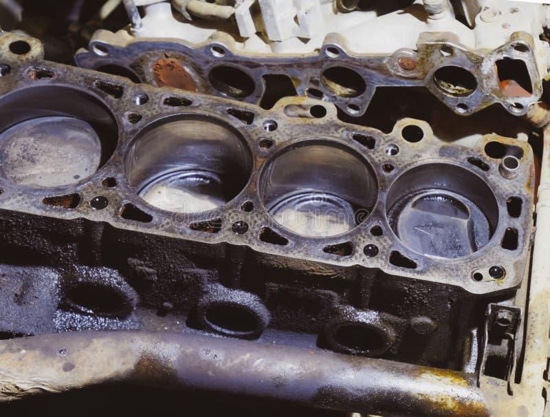 Der Zylinderblock des Vierzylinders demontiertes Kraftfahrzeug für die Reparatur Teile für Motoröl Reparatur von Kraftfahrzeugen stockfoto