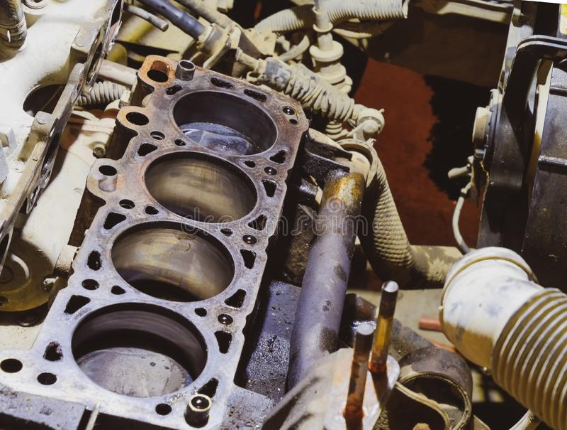 Der Zylinderblock des Vierzylinders demontiertes Kraftfahrzeug für die Reparatur Teile für Motoröl Reparatur von Kraftfahrzeugen stockbild
