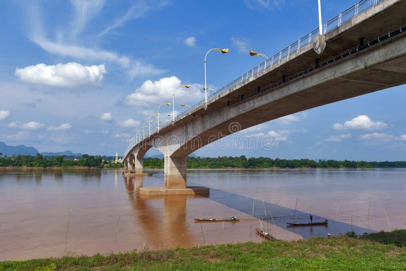 "Derde Thai†""Lao Friendship Bridge over Mekong Rivier die Thailand verbinden aan Laos stock fotografie"