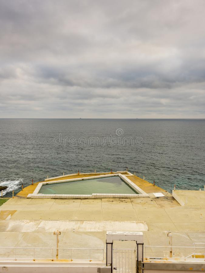 Derelictb游泳池复合体和lido,马耳他 库存图片