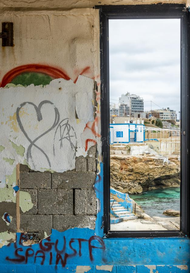 Derelictb pływackiego basenu kompleks i lido, Malta zdjęcie stock