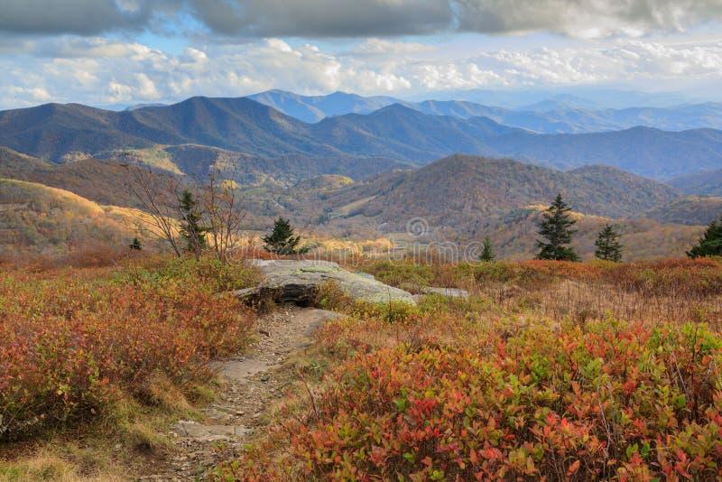 Dereszowatej góry NC jesieni śladu Appalachian podwyżka obrazy stock