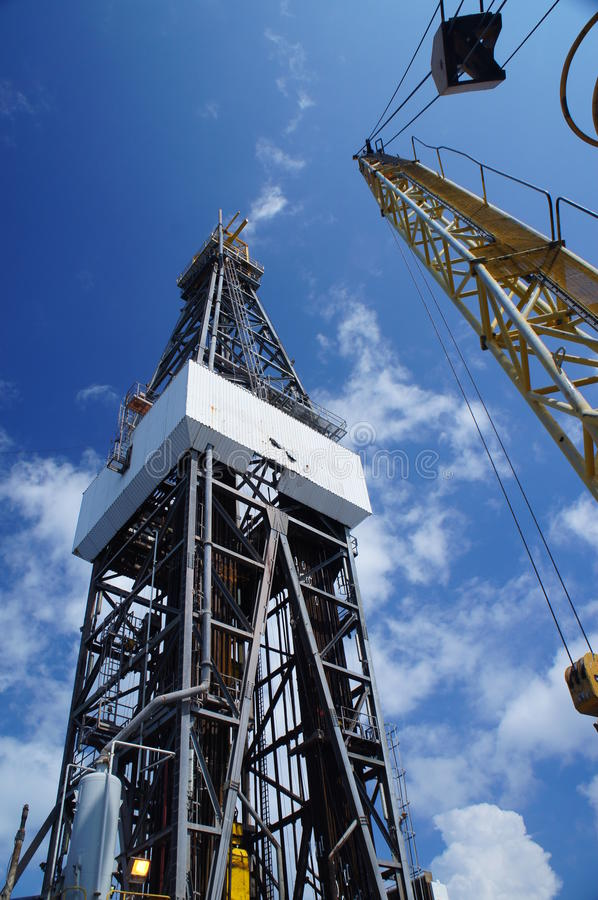 Free Derick Of Oil Drilling Rig With The Rig Crane Stock Photo - 26630340
