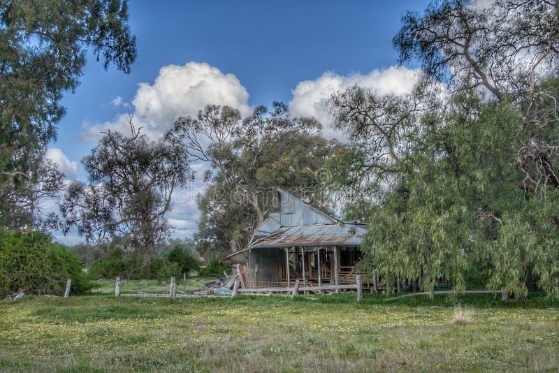 Derilect byggnad nära Nagambie, Victora, Australien fotografering för bildbyråer