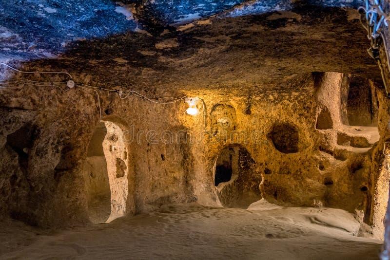Derinkuyu - grottastad i Cappadocia kalkon arkivfoton