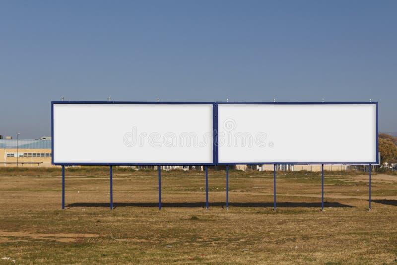 Derisione in bianco del tabellone per le affissioni due su immagine stock
