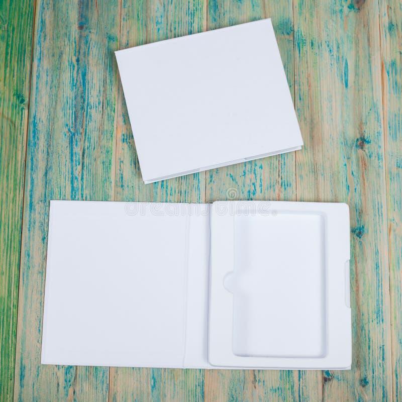 Derisione in bianco della scatola bianca su fotografie stock libere da diritti