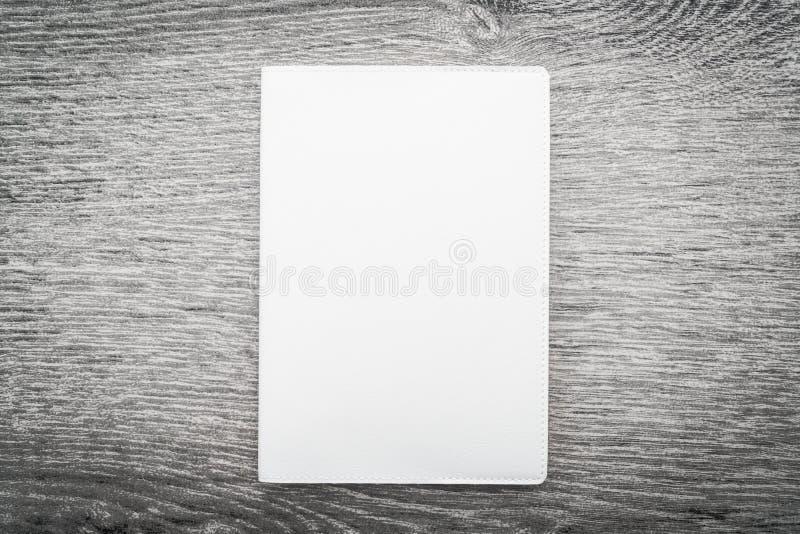 Derisione in bianco di bianco sul libro immagini stock