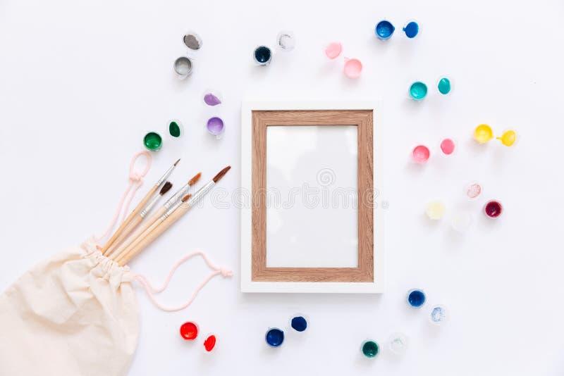 Derisione creativa su con l'acquerello, pennello, immagini stock