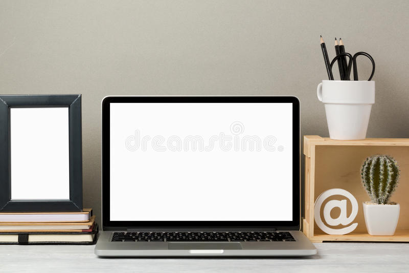 Derisione del computer portatile su immagini stock libere da diritti