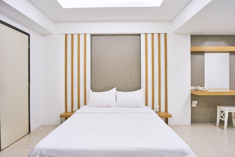 Derisione della decorazione interna della camera da letto su per l'appartamento dell'hotel immagini stock libere da diritti