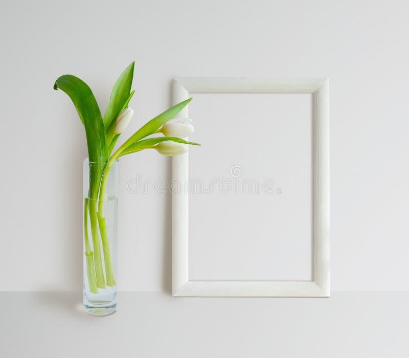 Derisione della struttura su con i tulipani fotografia stock libera da diritti