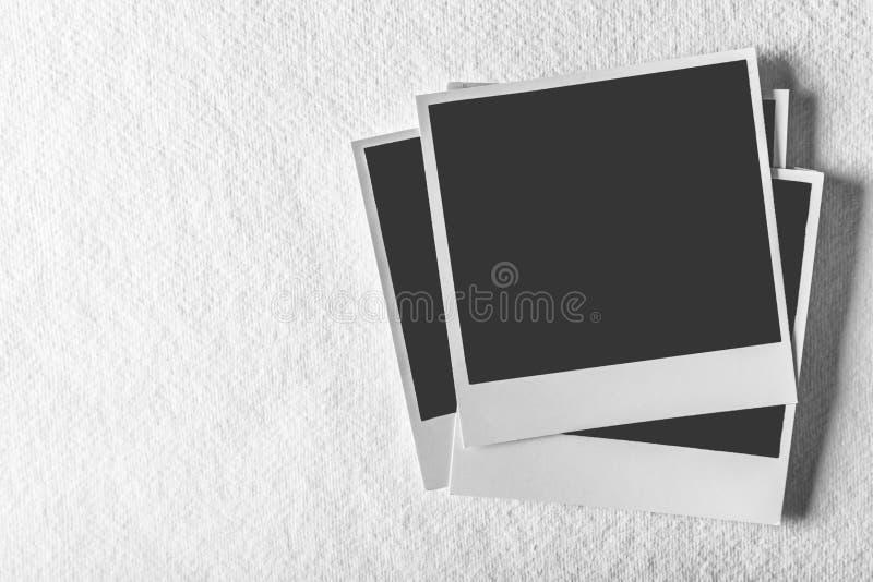 Derisione su con la foto della polaroid su fondo immagine stock libera da diritti