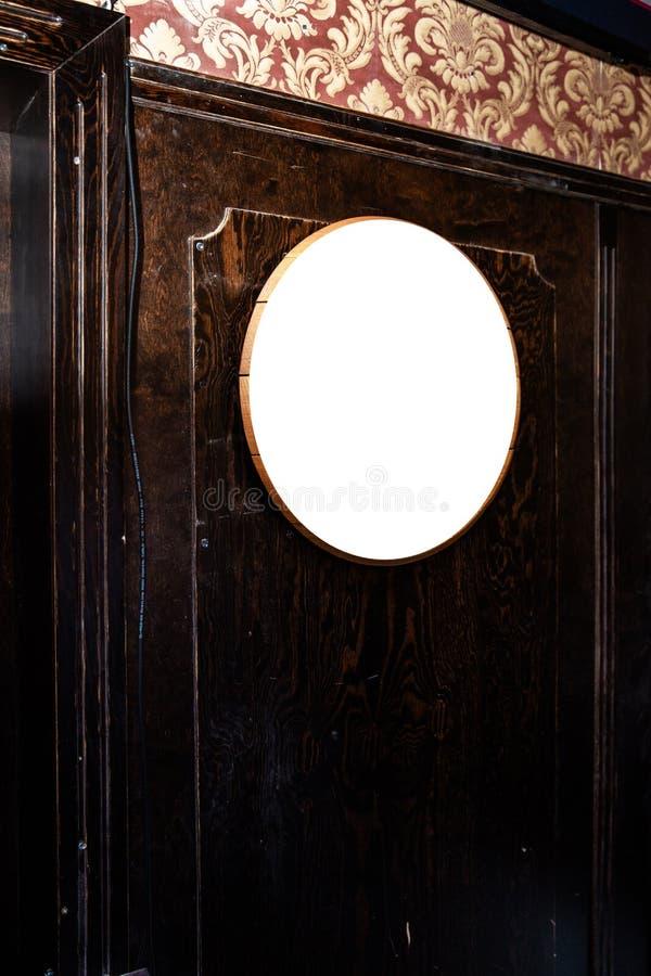 Derisione sulla struttura sui precedenti vaghi della barra - spazio vuoto dell'annuncio dello spazio in bianco per la pubblicit? fotografia stock