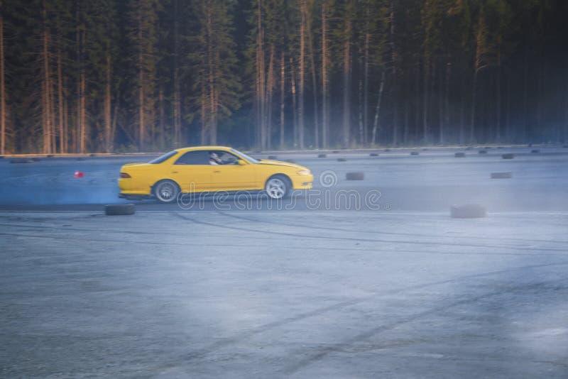 Deriva??o do carro Carro de esportes na competição de derivação imagens de stock royalty free