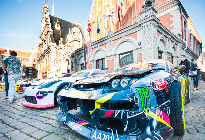 Derive el desfile de Allstars en el cuadrado de Pasillo el 31 de julio de 2015, Riga, Letonia foto de archivo libre de regalías