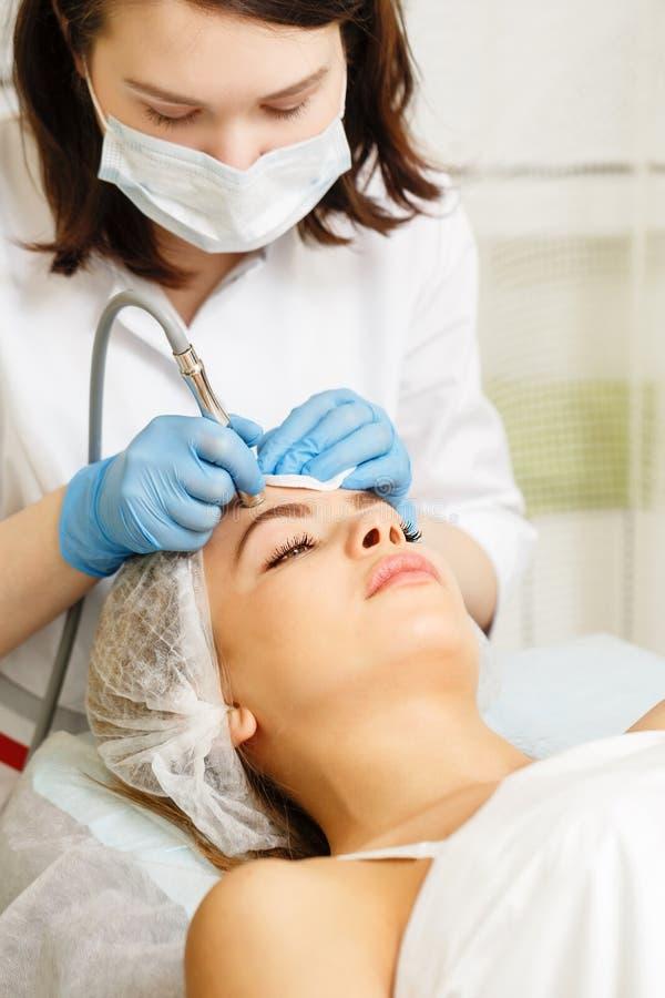 Dermabrasion affronta Cosmetologia dell'hardware fotografie stock libere da diritti