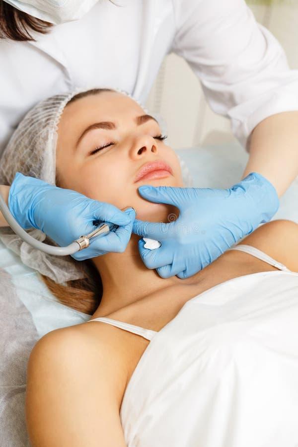 Dermabrasion affronta Cosmetologia dell'hardware immagini stock libere da diritti