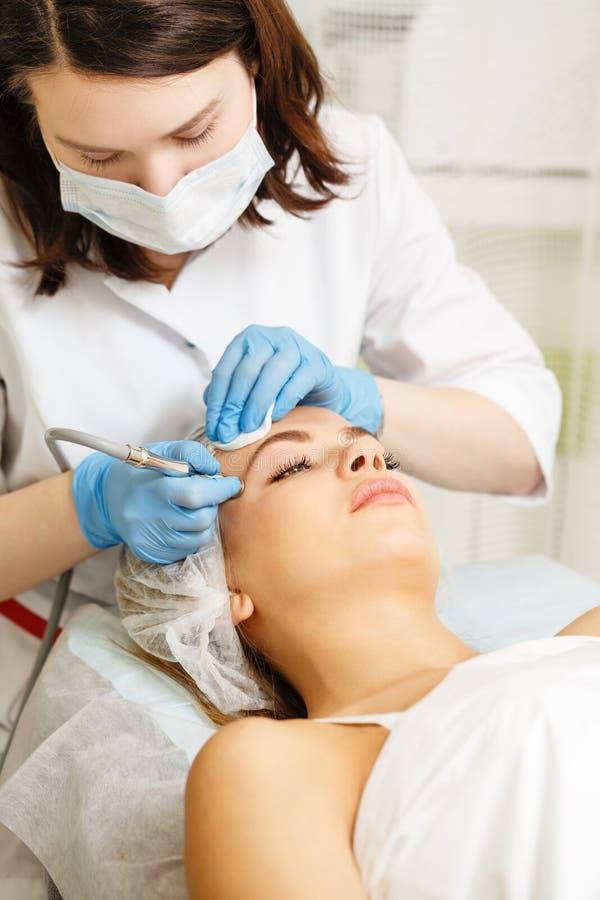 Dermabrasion affronta Cosmetologia dell'hardware immagini stock