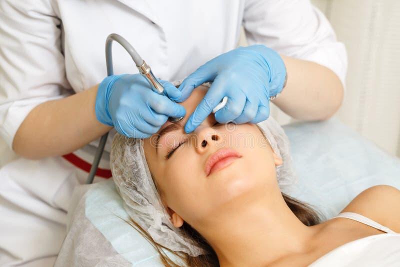 Dermabrasion hace frente Cosmetología del hardware imagen de archivo libre de regalías