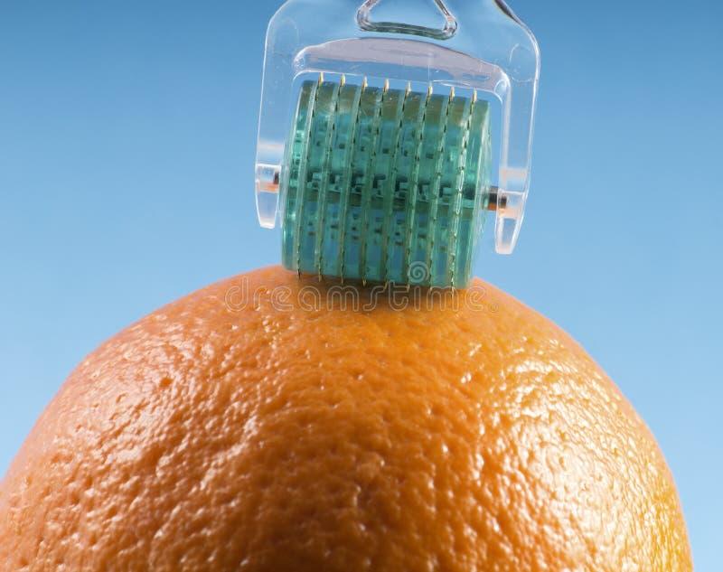 Dermaroller för medicinsk mikroneedling terapi royaltyfria foton