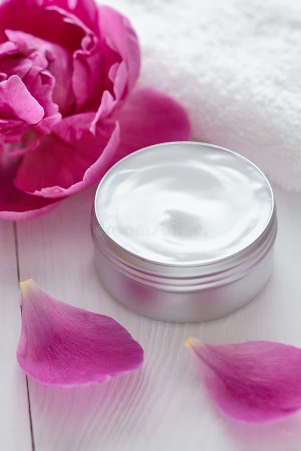 Dermatologii witaminy zdroju ziołowej kosmetycznej kremowej płukanki organicznie moisturizer zdjęcia royalty free