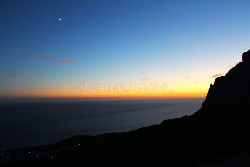 Dernière lumière de coucher du soleil au-dessus de la Mer Noire près de la Crimée photo stock