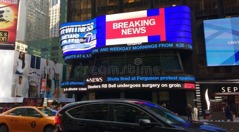 Dernières nouvelles, ABC 7, actualités de témoin oculaire, studios de Times Square, NYC, New York, Etats-Unis image stock