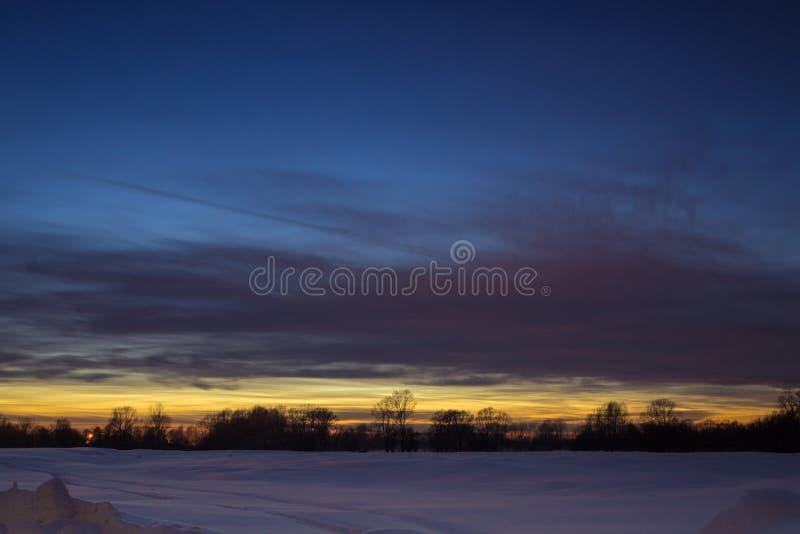 Dernier baiser pour bonne nuit Couleurs de coucher du soleil de winer images stock