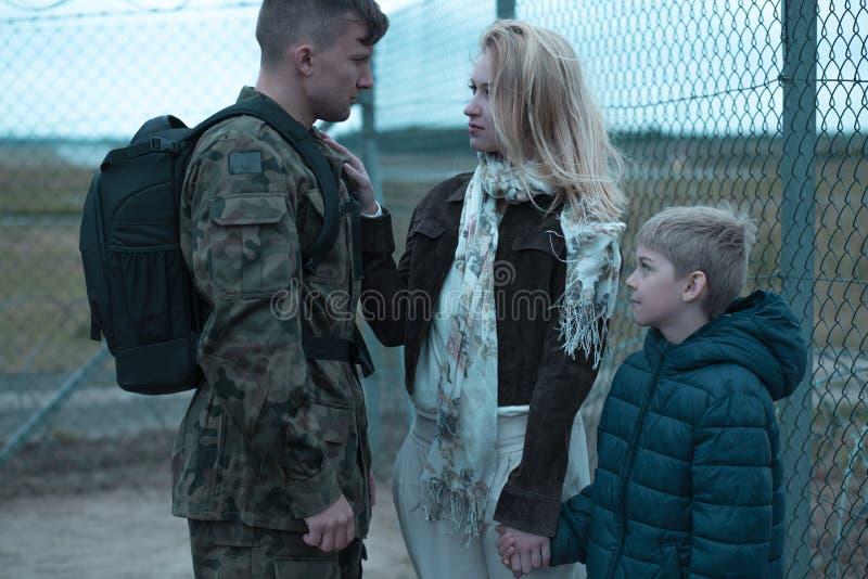 Download Derniers Moments Avant Une Longue Séparation Photo stock - Image du soldat, revoir: 77153418