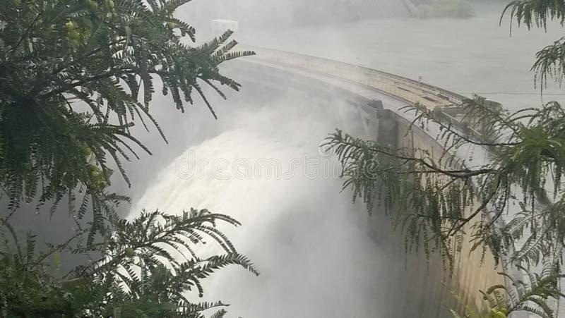Derramamento da represa foto de stock