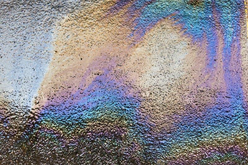 Derramamiento de petróleo en la carretera de asfalto imagen de archivo libre de regalías