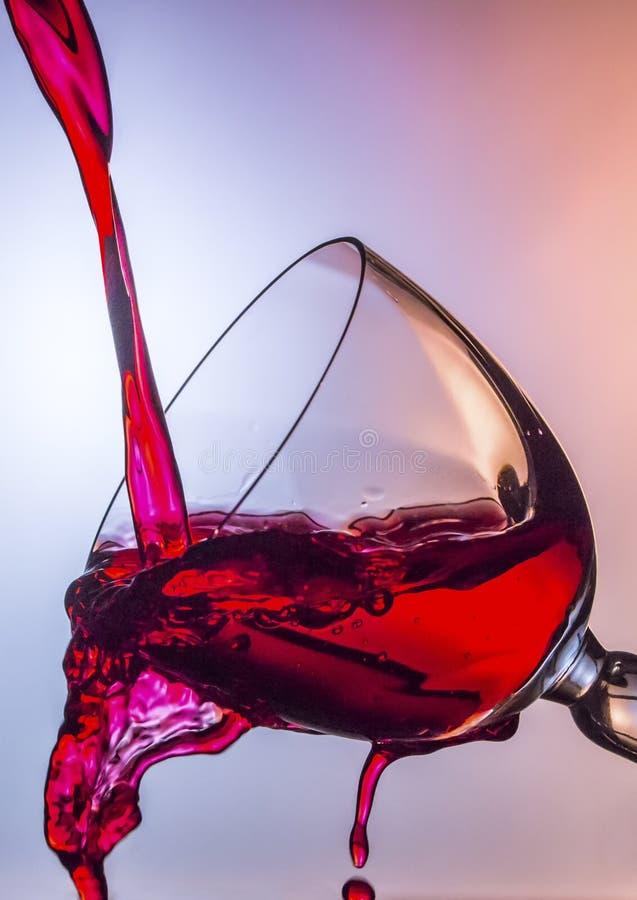 Derramamiento del vino imagen de archivo