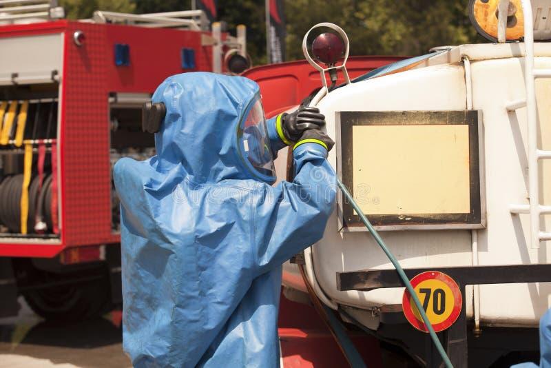 Derramamiento químico después del accidente de carretera fotos de archivo libres de regalías