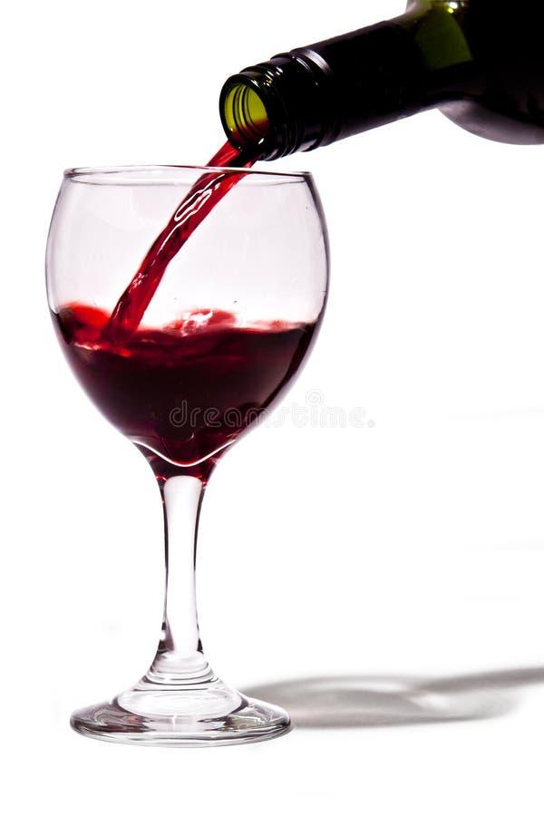 Derramando um vinho fotografia de stock
