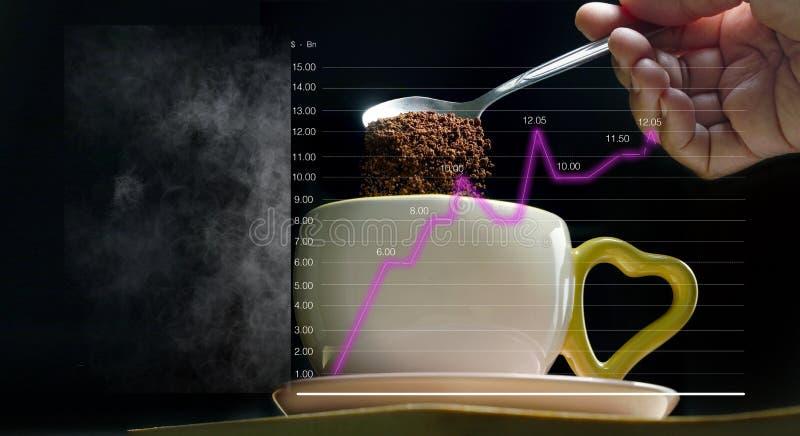 Derrame uma colher de café no copo, isolada com linha fumarento gráficos e fundo preto O negócio e o mundo do café foto de stock royalty free